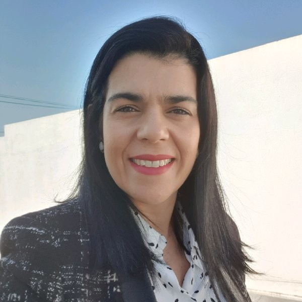 Ana Fernandes - Hach